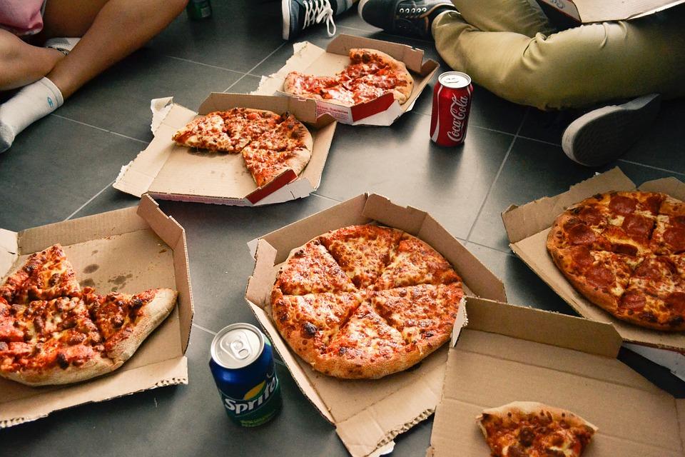 Pizza til weekenden bestilt med talegenkendelsesbestilling
